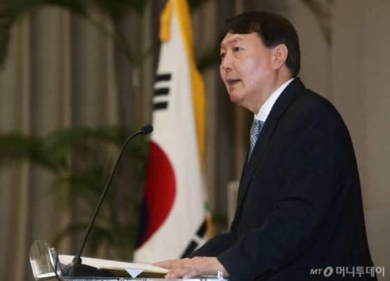 윤석열 총장, '라임사건' 검사 비위의혹 신속 수사 지시