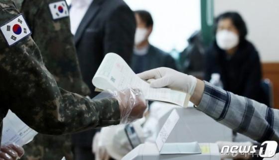 검찰, 21대 총선 국회의원 27명 기소…흑색·불법선전 최다