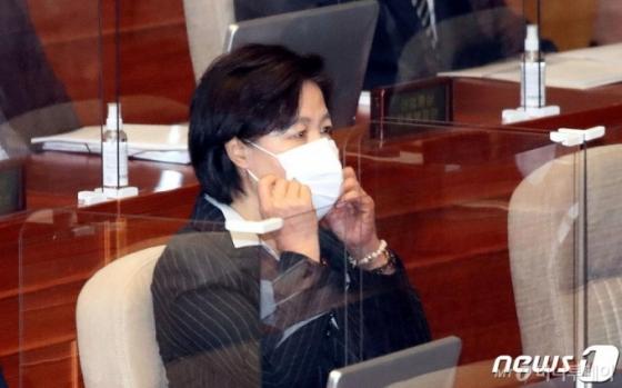 '장관 심복' 논란 번진 秋 특활비 해명…'산으로 가는 특활비 논쟁'