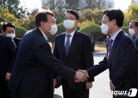"""&quot윤석열 직무정지 직전 '월성 원전 구속영장 청구' 승인하려 했다"""""""