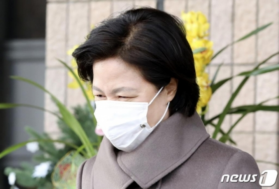 """秋 대리인 &quot오판은 늘 있다"""" 윤석열 집행정지 결정 항고 검토"""