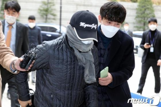 '옵티머스 핵심 로비스트' 前연예기획사 대표 구속 상태로 재판행