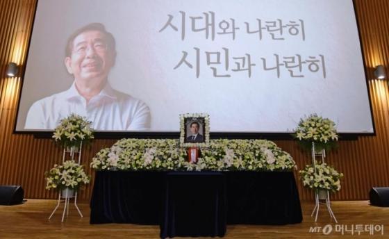 '서울시 전 비서' 재판부, 박원순 성추행 혐의 인정했다