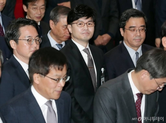 '재단 계좌추적' 한동훈과 입씨름 1년…결국 유시민 사과