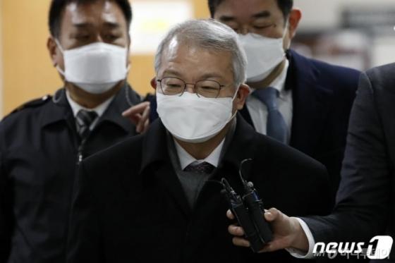 '기억력' 탓하다 보름만에 '사과'한 김명수…반응은 '싸늘'