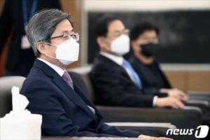 '코드인사 논란' 윤종섭·김미리 판사, 동시에 이례적 행동