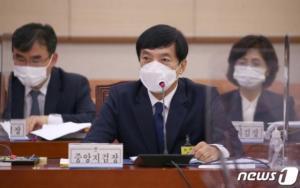"""돌연 檢 출석한 이성윤 지검장…법조계 """"기소 영향 없을 것"""""""