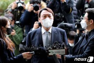 """윤석열 """"5·18, 현재도 진행중""""…대학생땐 전두환에 사형구형"""