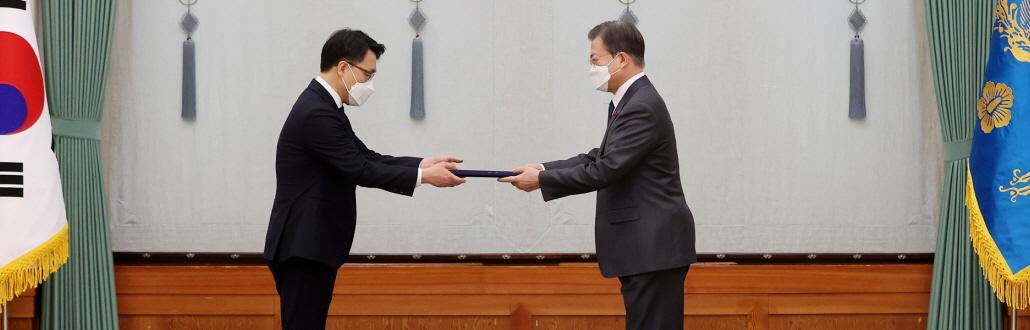 공수처 공식 출범…文, 김진욱 초대 공수처장 임명 재가