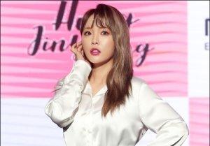 """홍진영, 소속사 상대로 전속계약 해지 신청 """"신뢰 깨졌다"""""""