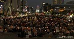서울 곳곳 대규모 집회, <br>광화문 'NO아베' 촛불