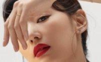 전지현, 선명한 아이라인+레드 립…\