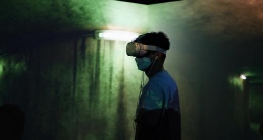 죽은 아내가 되돌아왔다, 가상현실로…VR은 선한 기술일까
