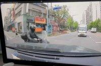 <span style=color:#EC0033;>영상 </span>김흥국車 스쳐간 오토바이…블박 공개