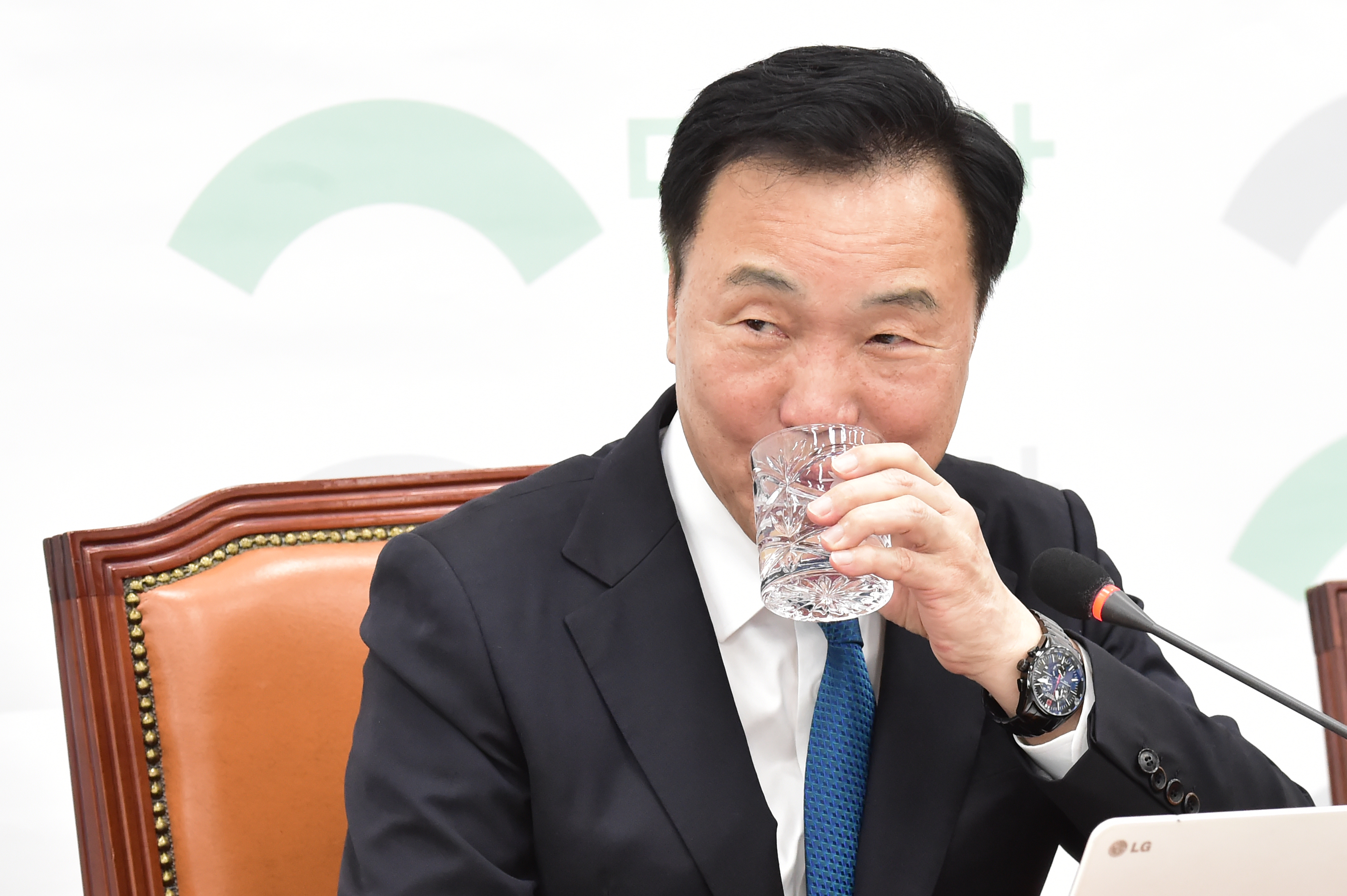 """비례대표2번 논란 손학규, """"노욕보단 야심때문"""""""