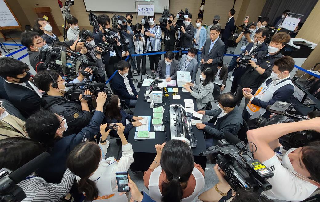 대국민 관심 속 선관위, '부정선거 의혹' 해소 공개 시연