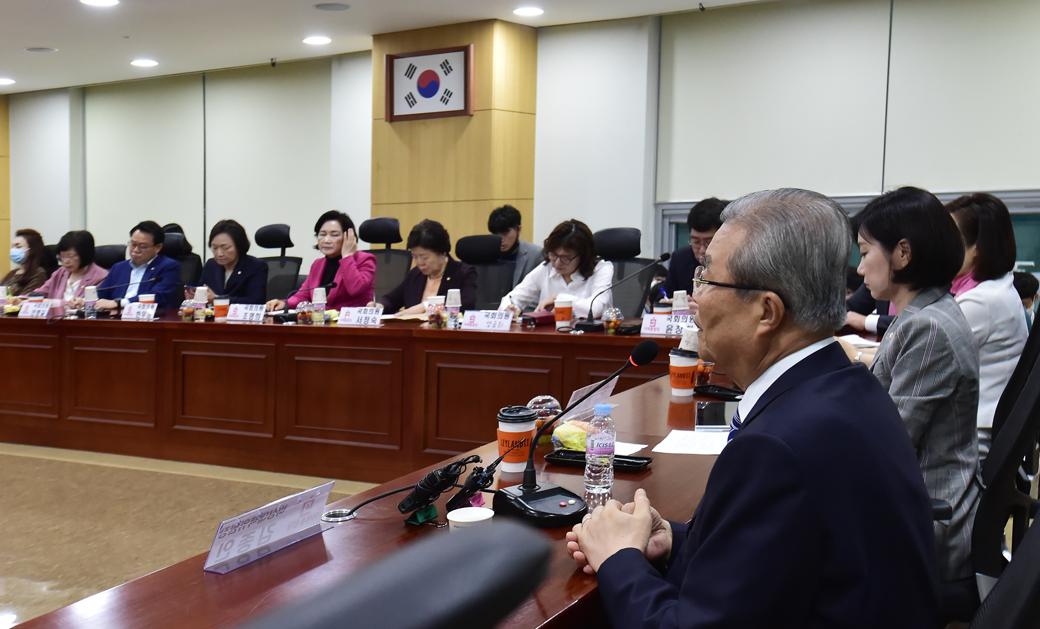 통합당 초선의원 모임, 강연자 나선 '김종인'