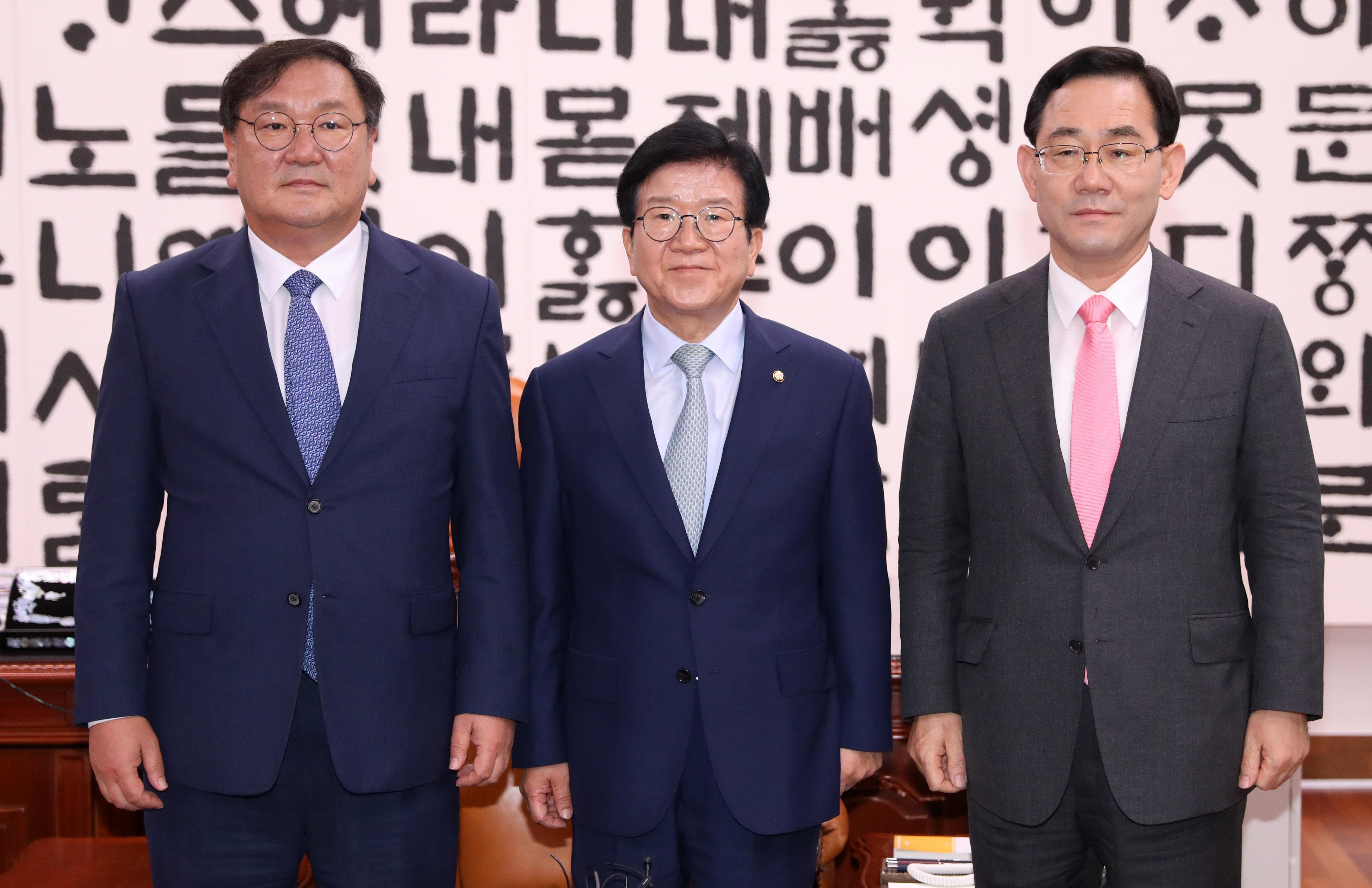 국회의장-여야 원내대표 '7일 원구성 협상 회동'