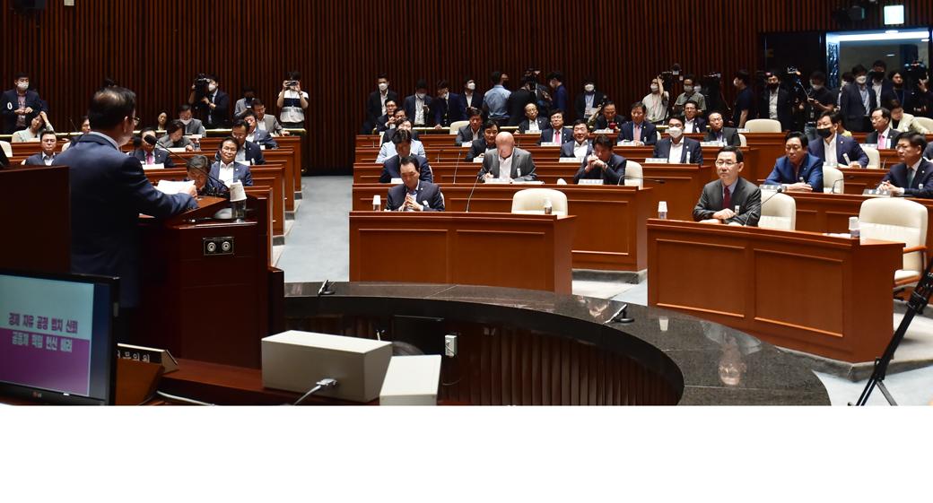"""미래통합당 의원총회, """"부동산·이스타 조사특위 등 만들 것"""""""
