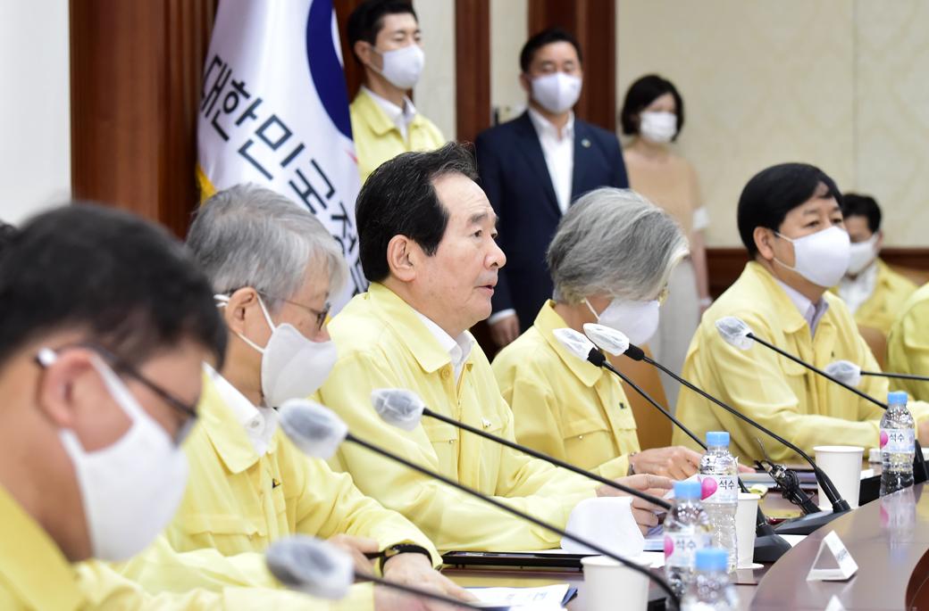 """정부, """"전문의 집단 휴진, 의료 공백 걱정…대화로 풀어야"""""""