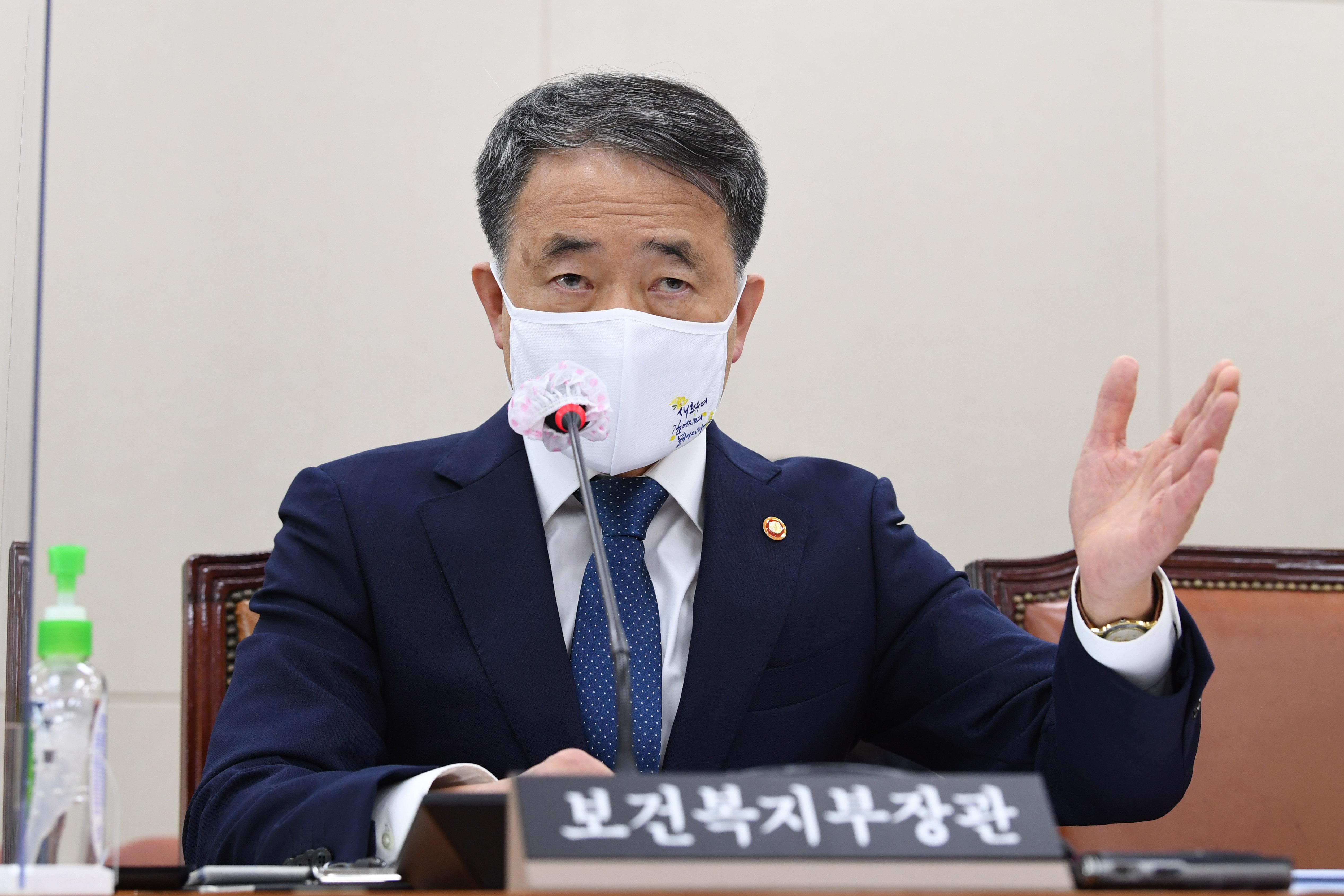 """박능후 """"독감백신 상온 노출 유감…철저히 조사할 것"""""""