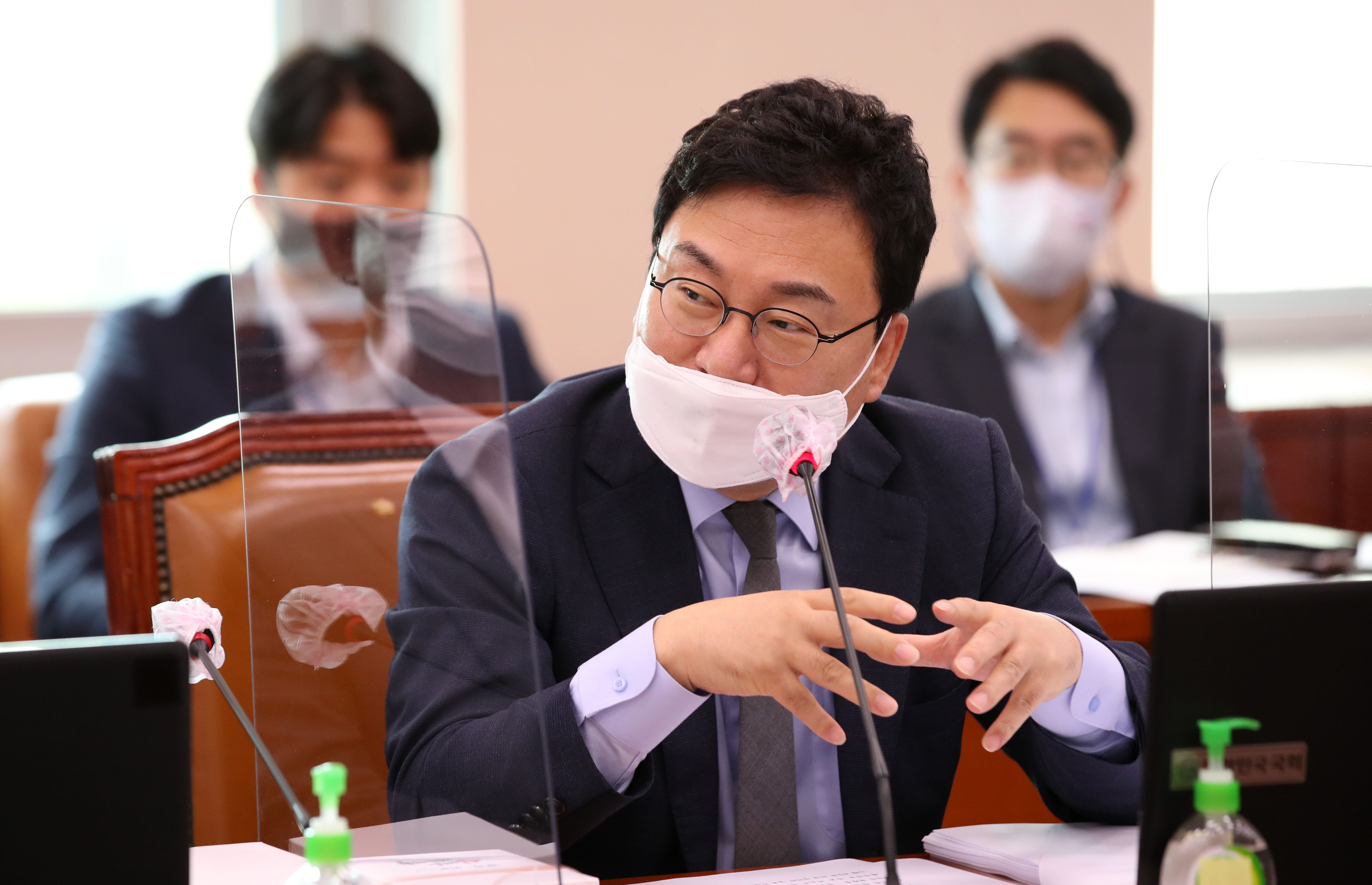 논란 속 문체위 전체회의 참석한 이상직 의원