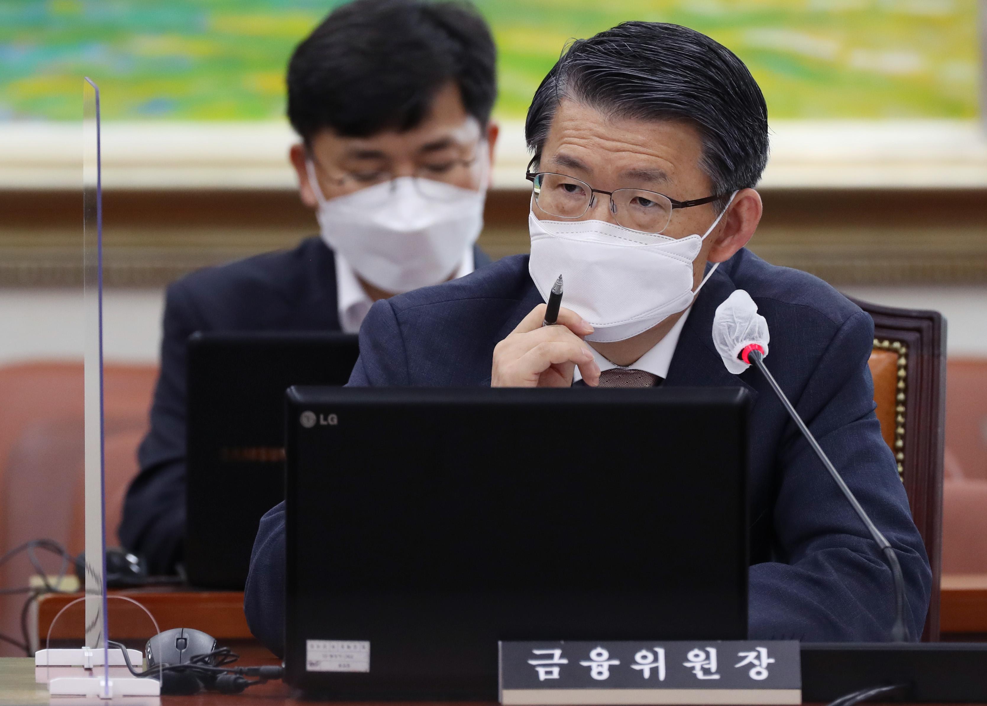 이동걸 회장 건배사 논란에 진땀 흘린 은성수 위원장