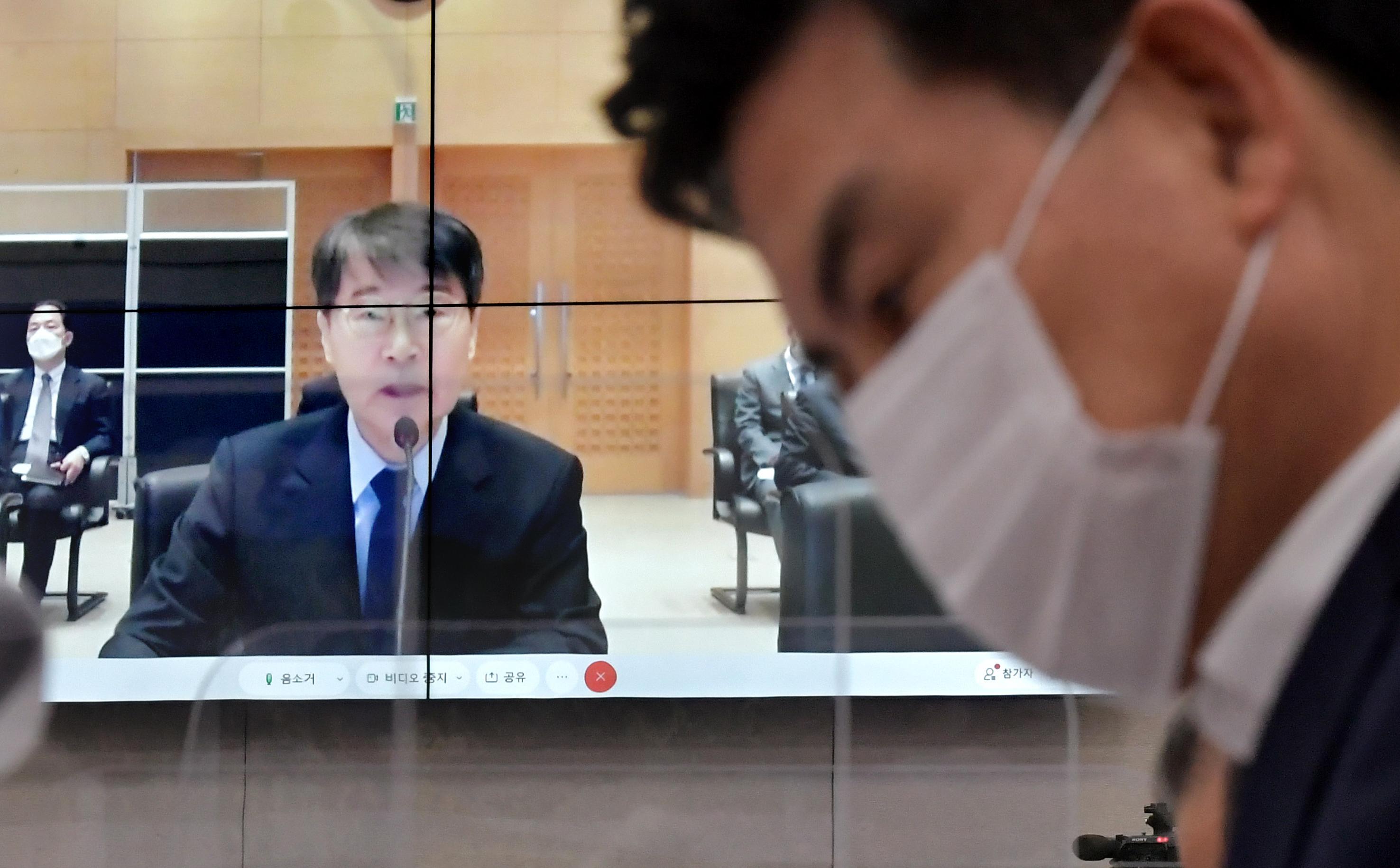 외통위 국감, '장하성 대사' 유흥업소 논란속에...