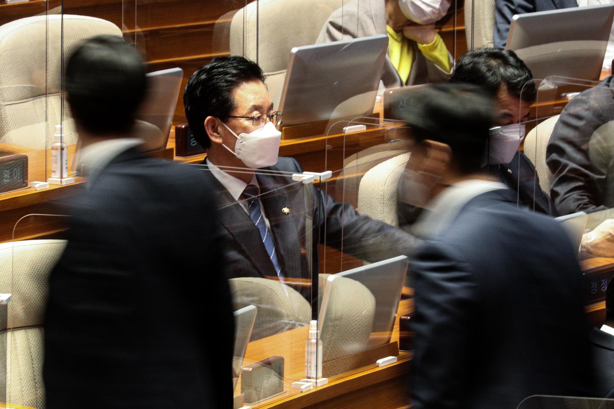 '회계부정 의혹' 정정순 체포동의안 가결…찬성167표 반대12표