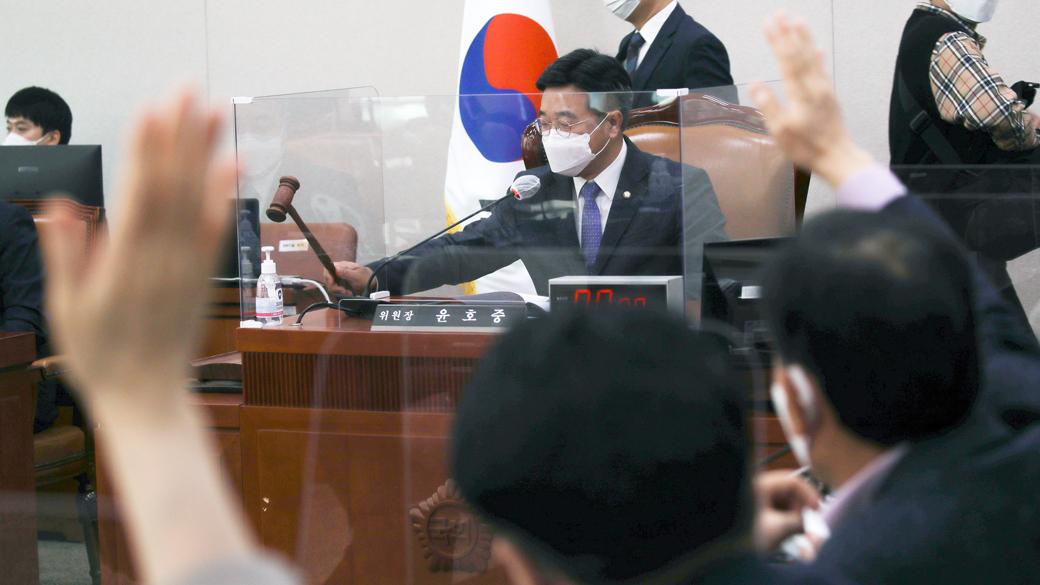 헌정사상 첫 '검찰총장 직무배제' 속 국회 법사위