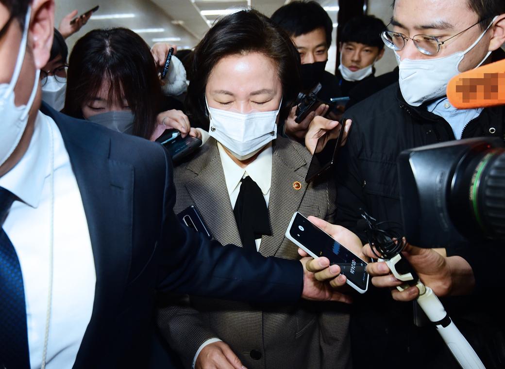 윤석열 직무배제 여파…공수처 추천위 참석한 '추미애'