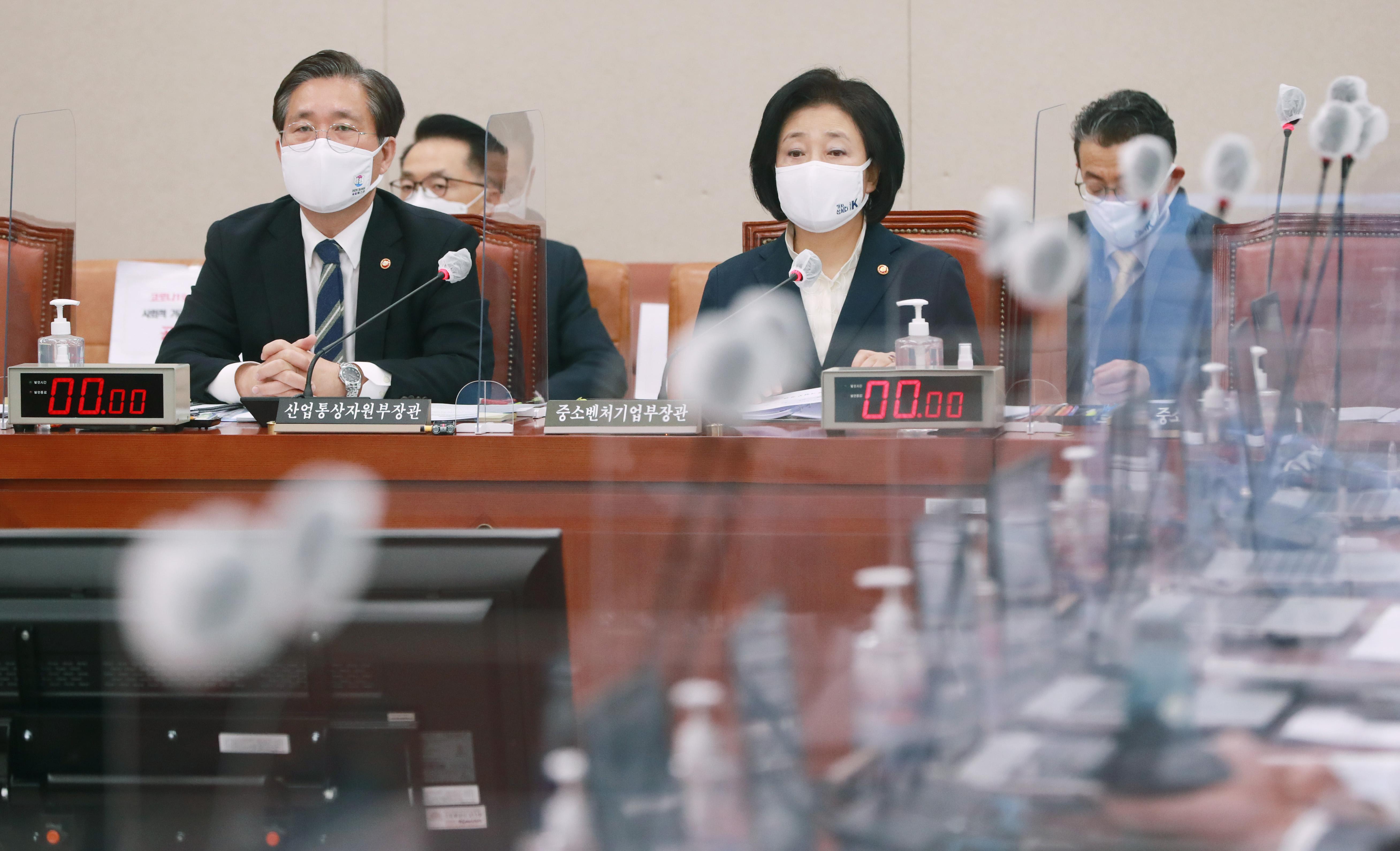 산자중기위 자리한 성윤모 장관과 박영선 장관