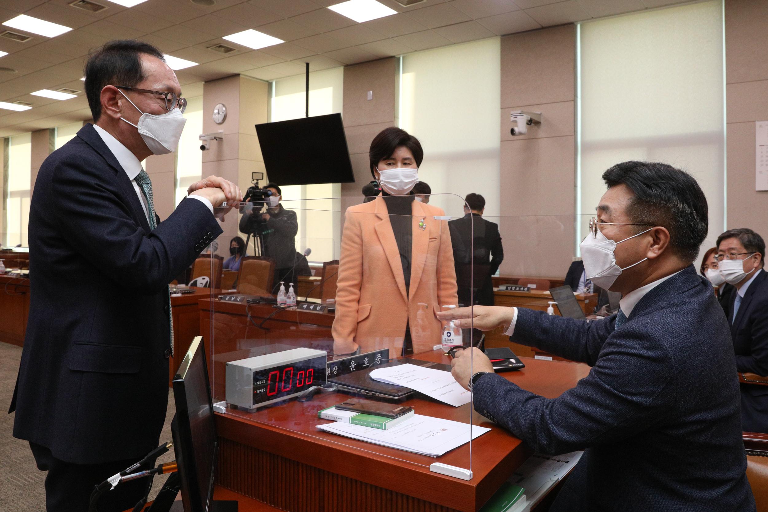 '법사위 이틀째 파행'…윤석열 출석 공방