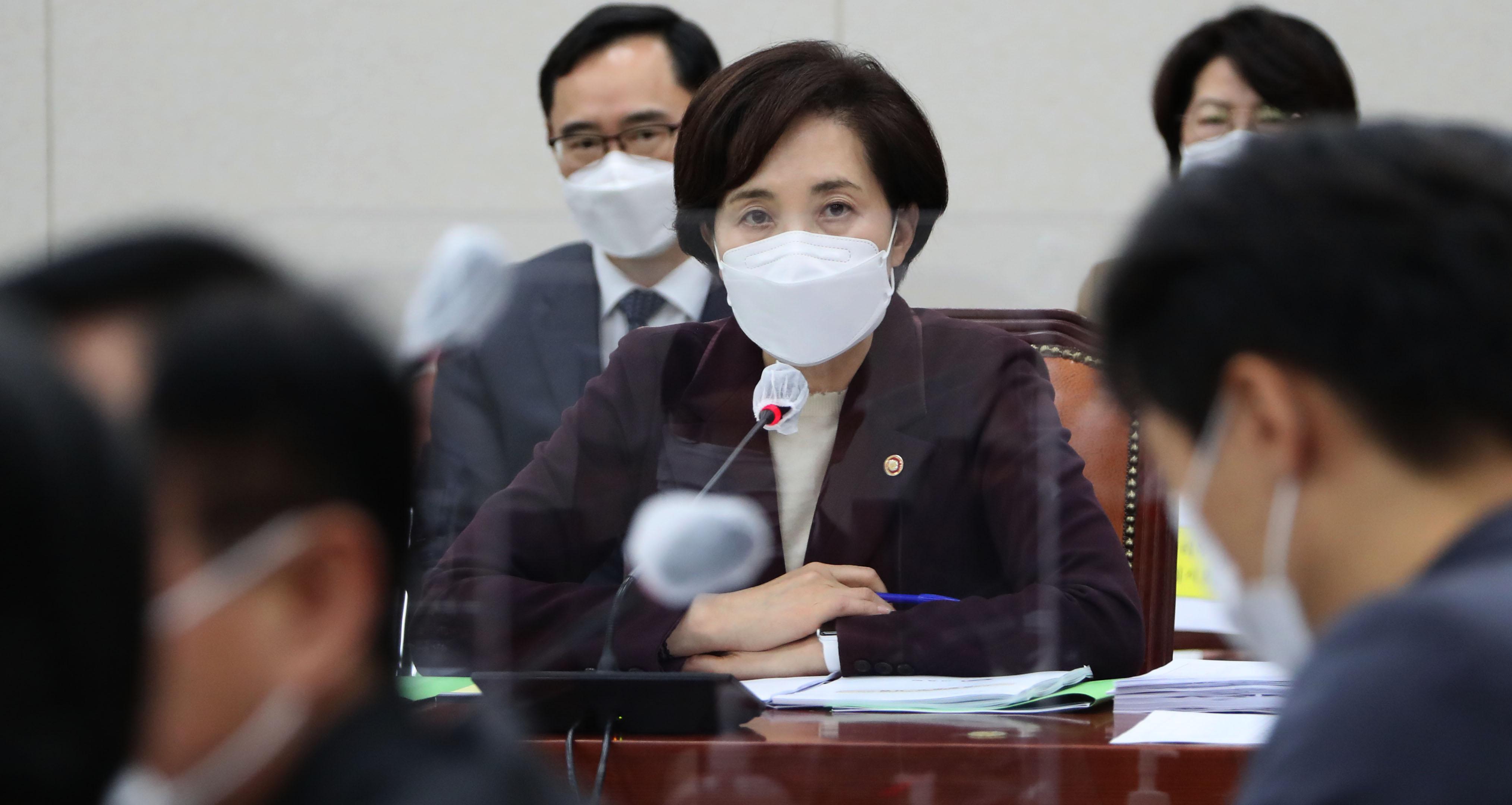 수능 관련 호소문 발표 후 국회 출석한 유은혜 부총리