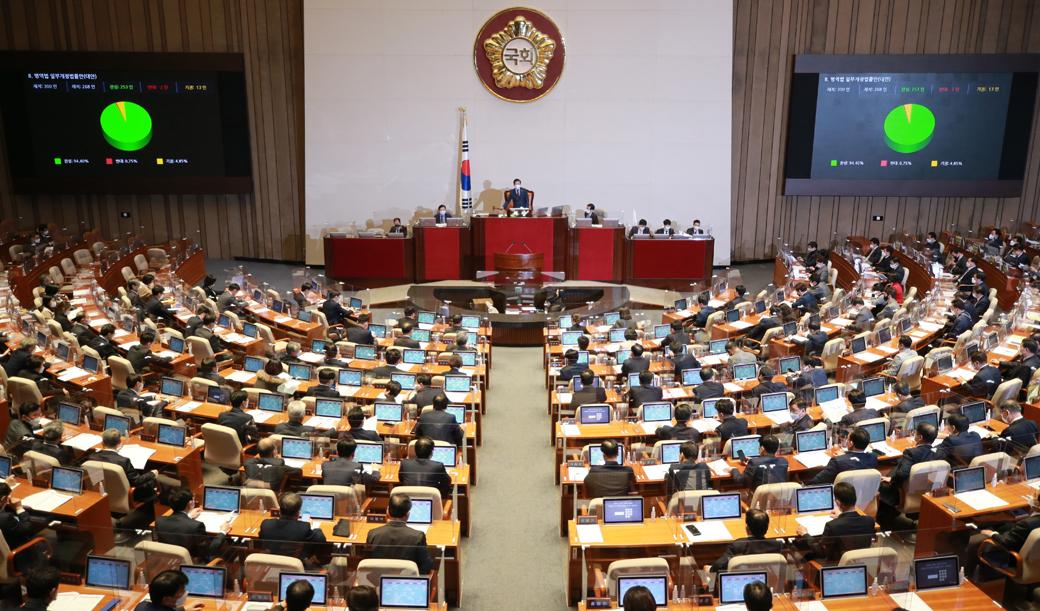 국회 문턱넘은 '병역법 개정안'… BTS, 30세까지 입영연기 가능