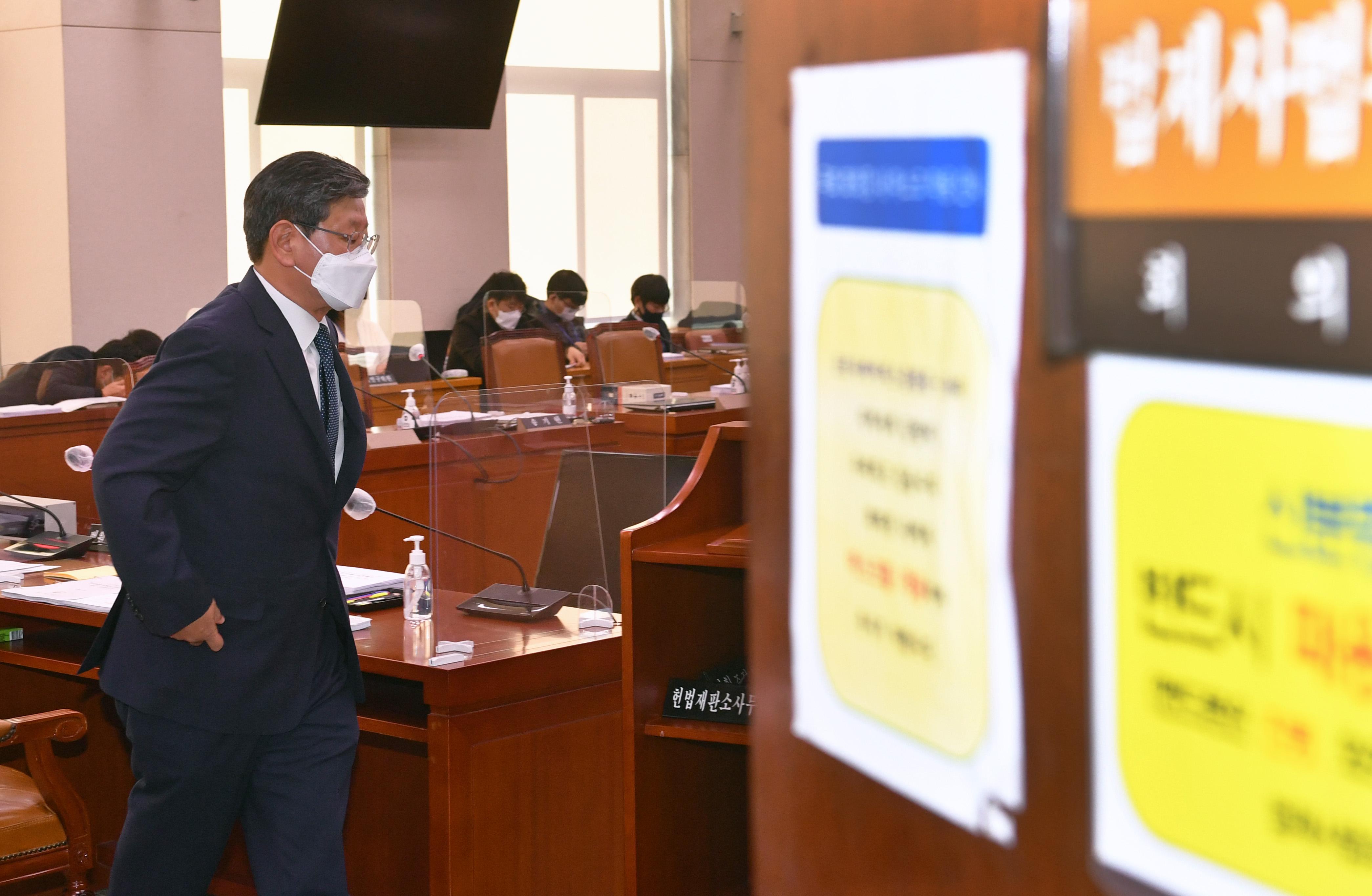 민주당 법사위 소위서 '공수처법 개정 돌입'