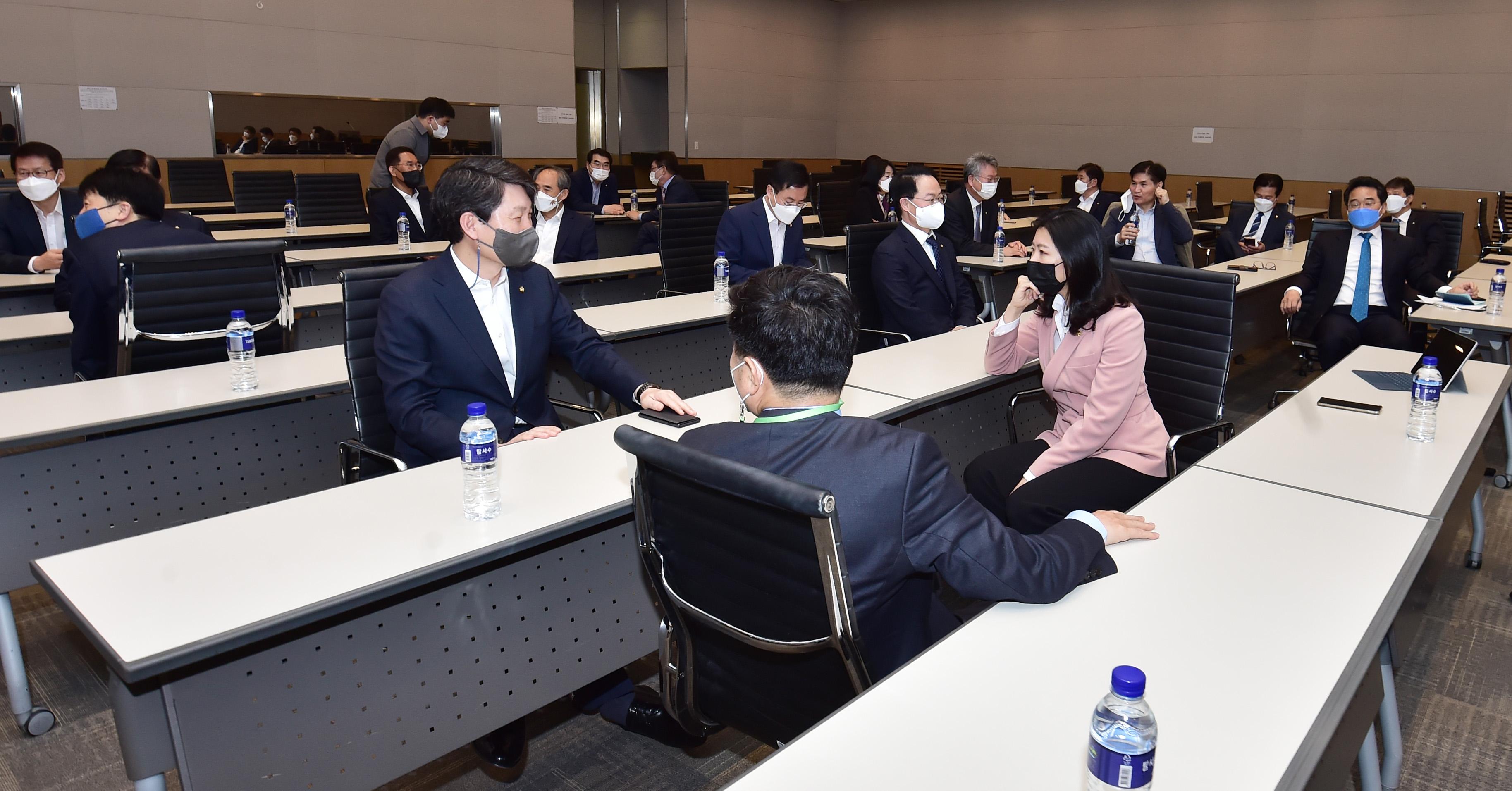 신현영 등 더불어민주당 비공개 초선 의원 모임