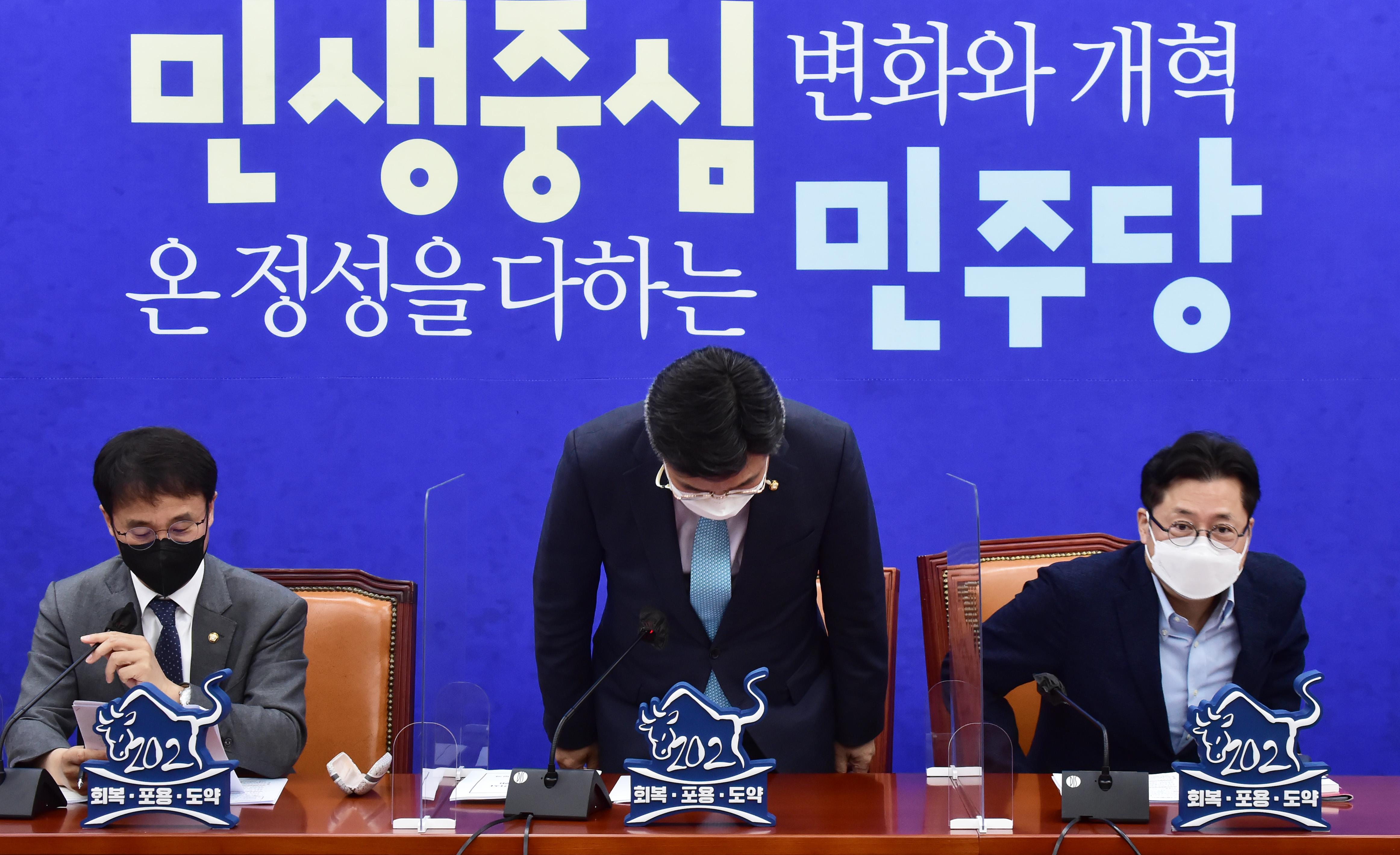 """윤호중 """"백신 수급 우려 불식시키도록 긴급 점검..."""""""