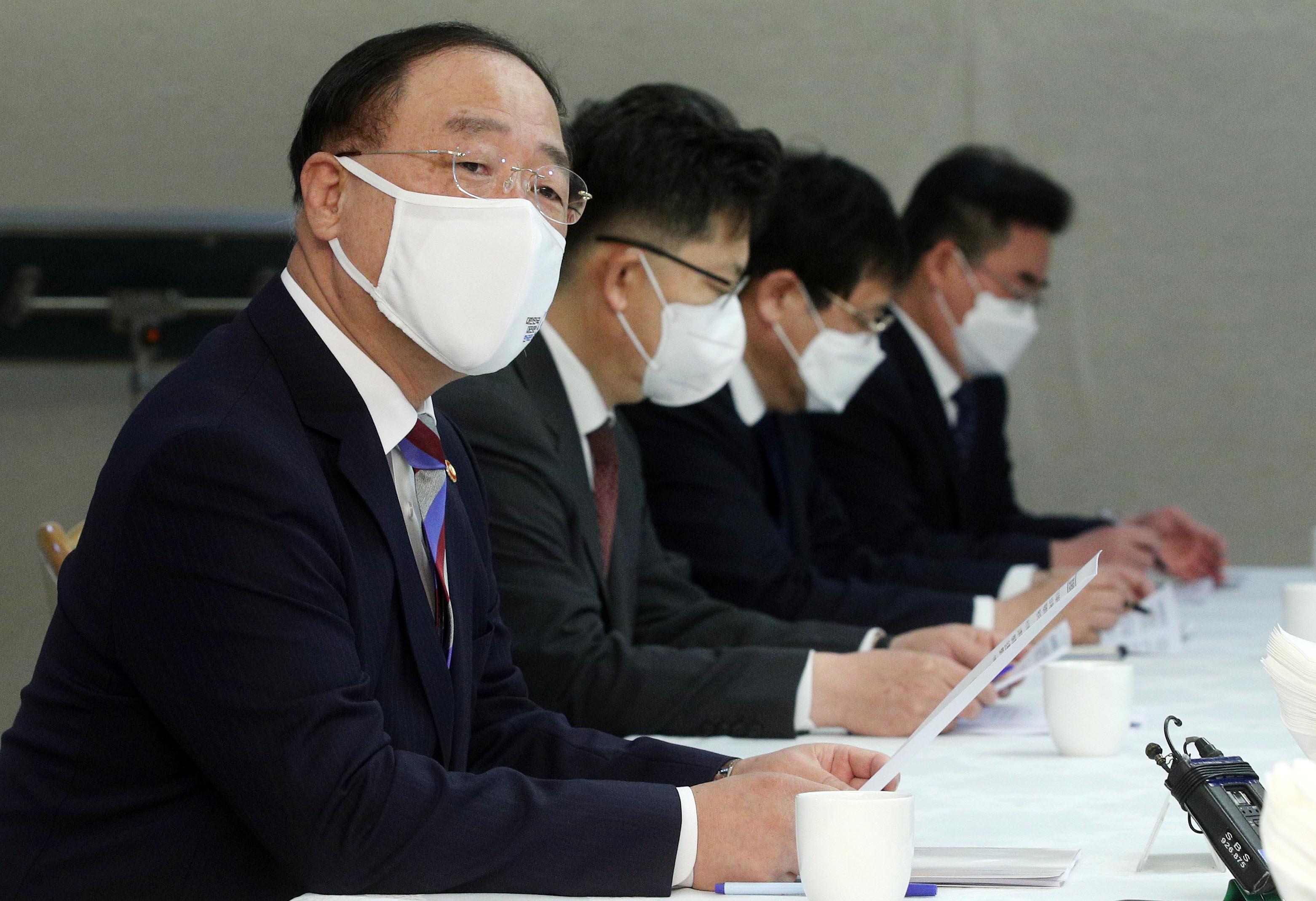 """홍남기 부총리 """"부동산 다시 불안정한 모습 단호히 경계"""""""