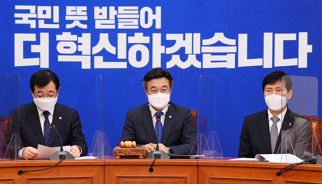 """민주당 윤호중 """"백신수급 가짜뉴스 국민 불안 부추긴다"""""""
