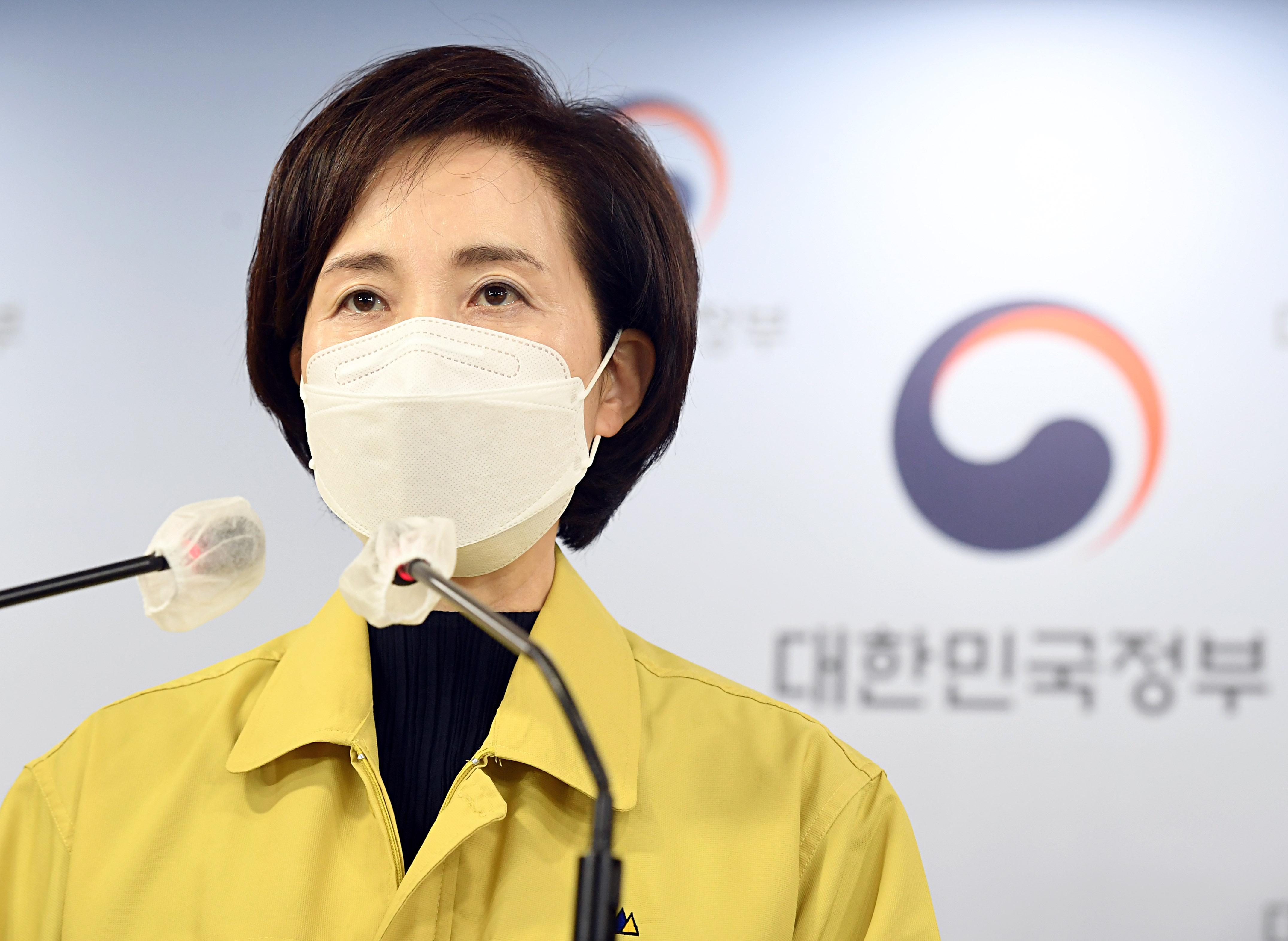 """유은혜 """"서울 초중고 학생 교직원 5월부터 코로나 선제 검사"""""""