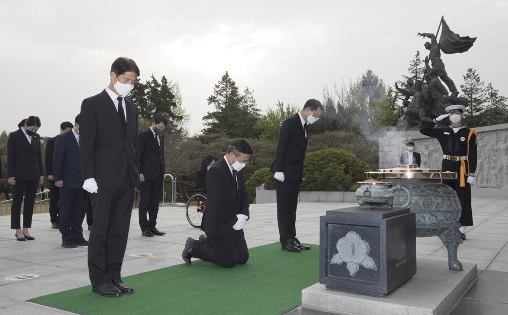 민심·민생 강조한 與 윤호중 비대위, 현충원 참배