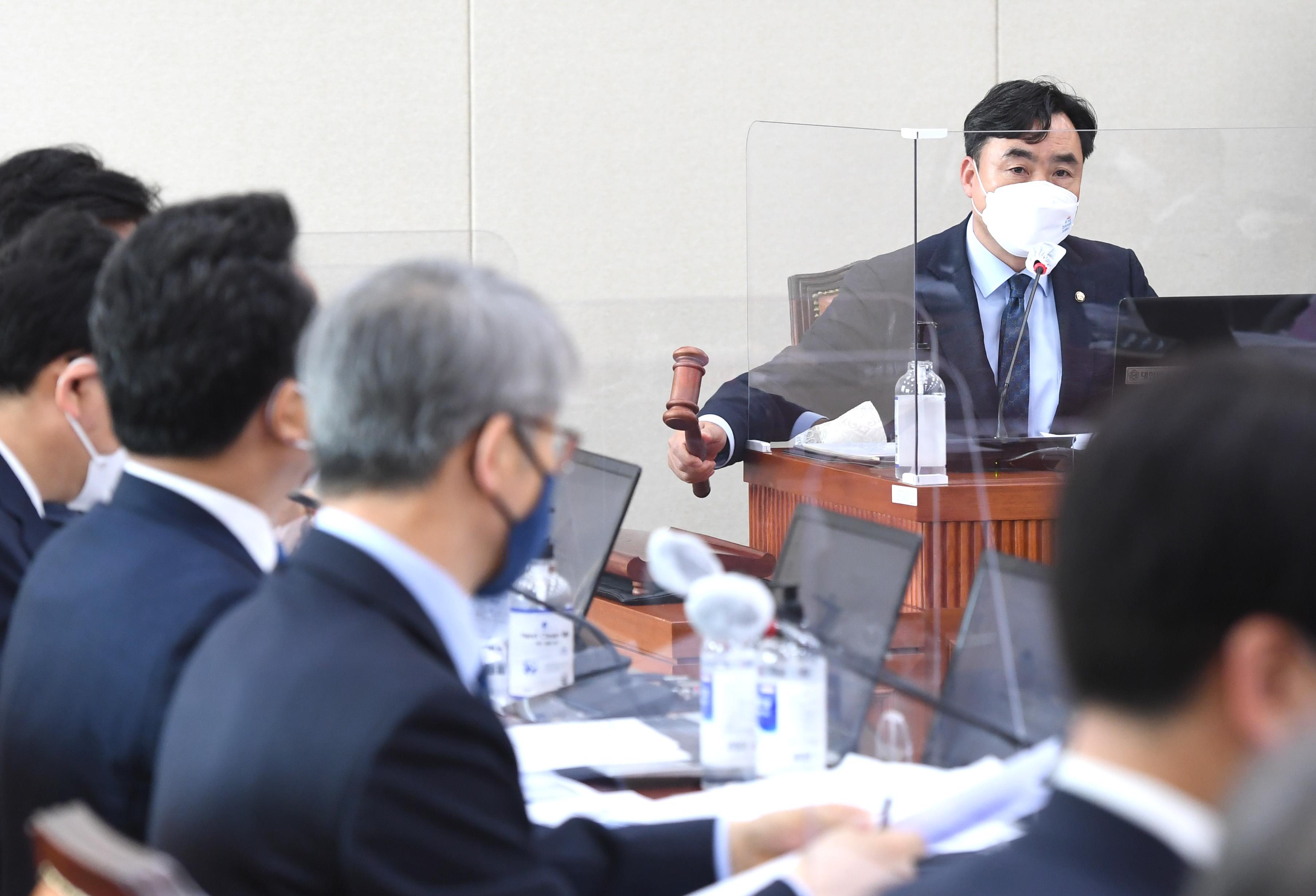 '이해충돌방지법' 국회 정무위 통과…8년만에 처리