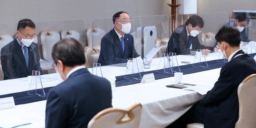 """홍남기 """"부동산 불확실성 조기 해소 당정 협의, 논의 속도낼 것"""""""