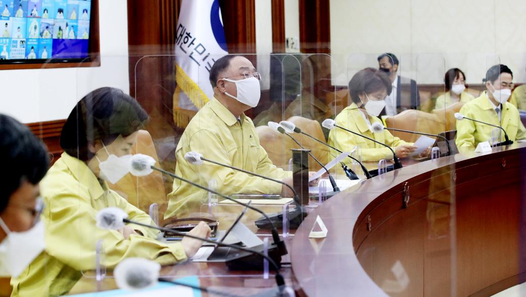"""홍남기 """"어제 확진자수 525명…1일, 500명 이하 위해 정부 총력"""""""