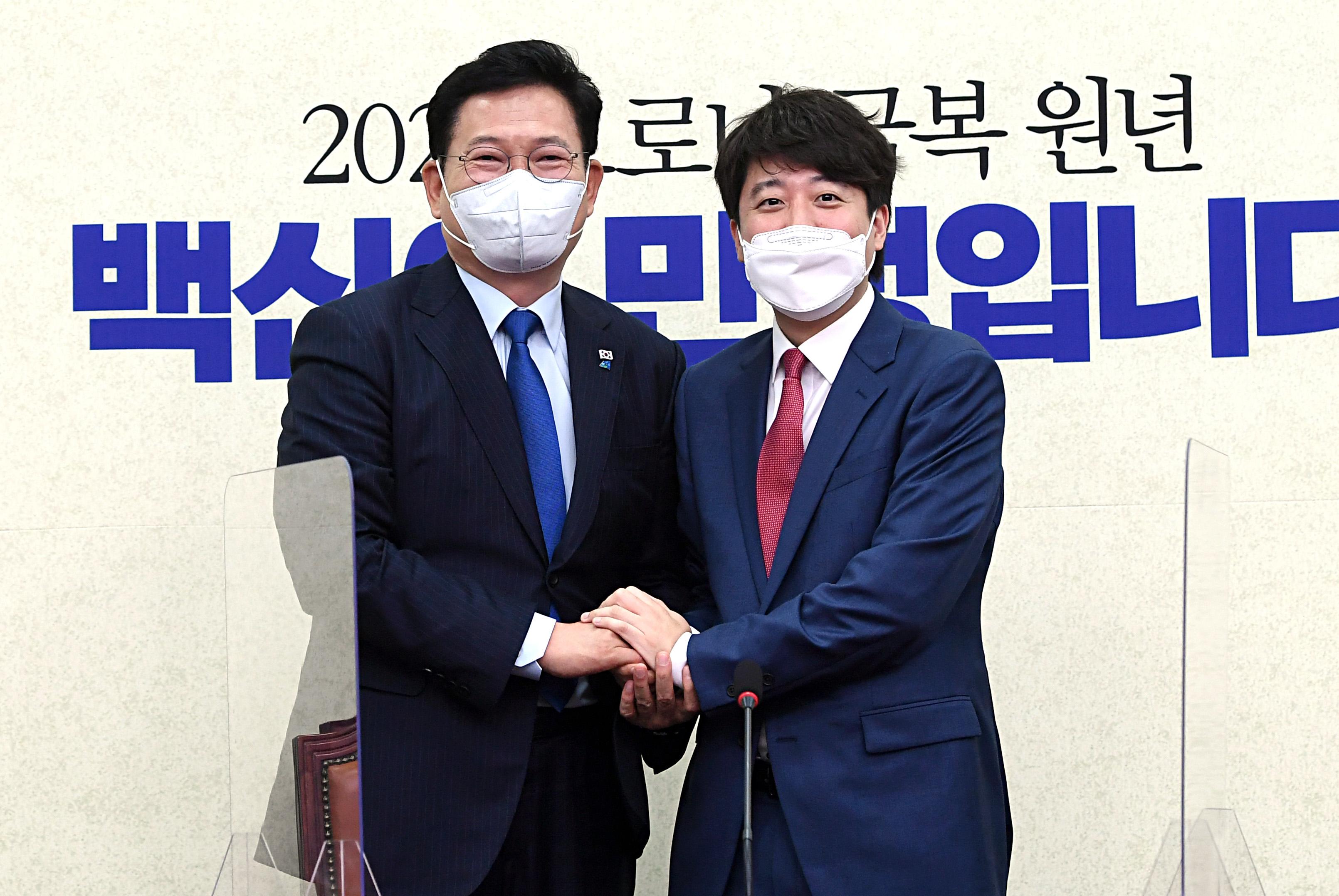 """송영길 예방한 이준석 """"정치 선배, 식사 한번 대접하겠다"""""""