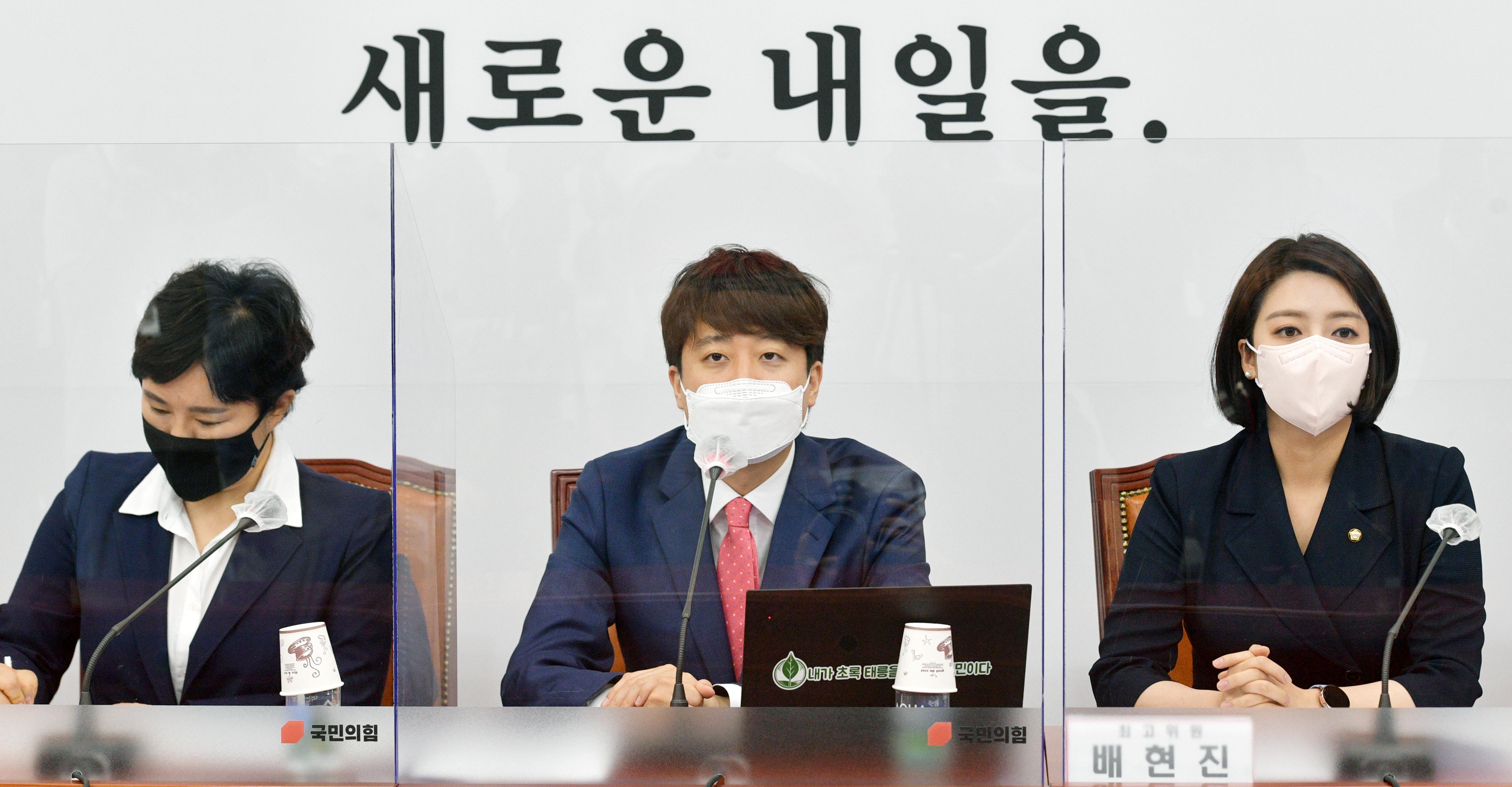 """野 이준석 """"내용없는 X파일, 국민 피로감·정치권 짜증 유발할 뿐"""""""