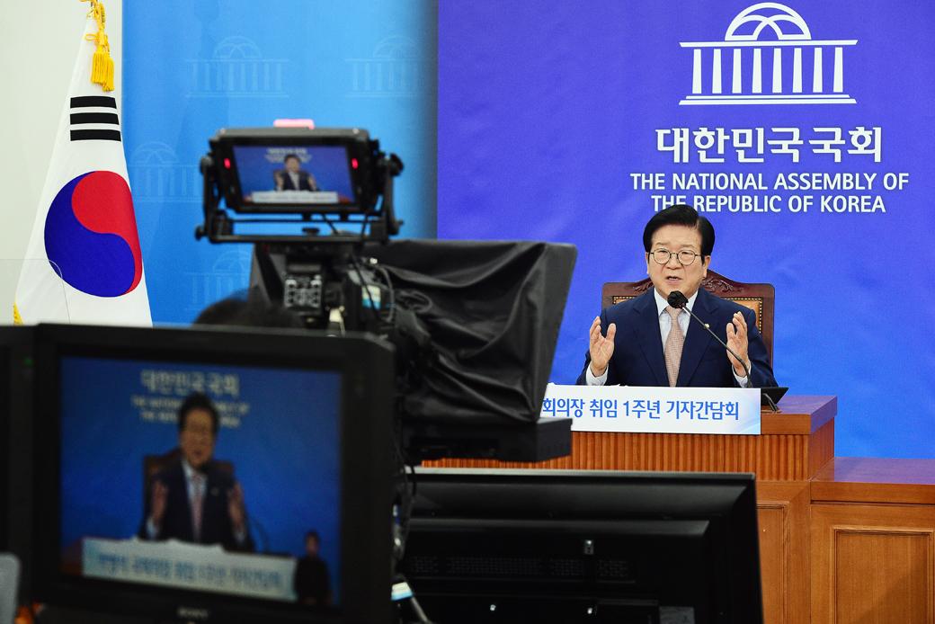 """박병석 의장 """"국민통합·대전환 시대 맞는 새 헌법 꼭 필요"""""""