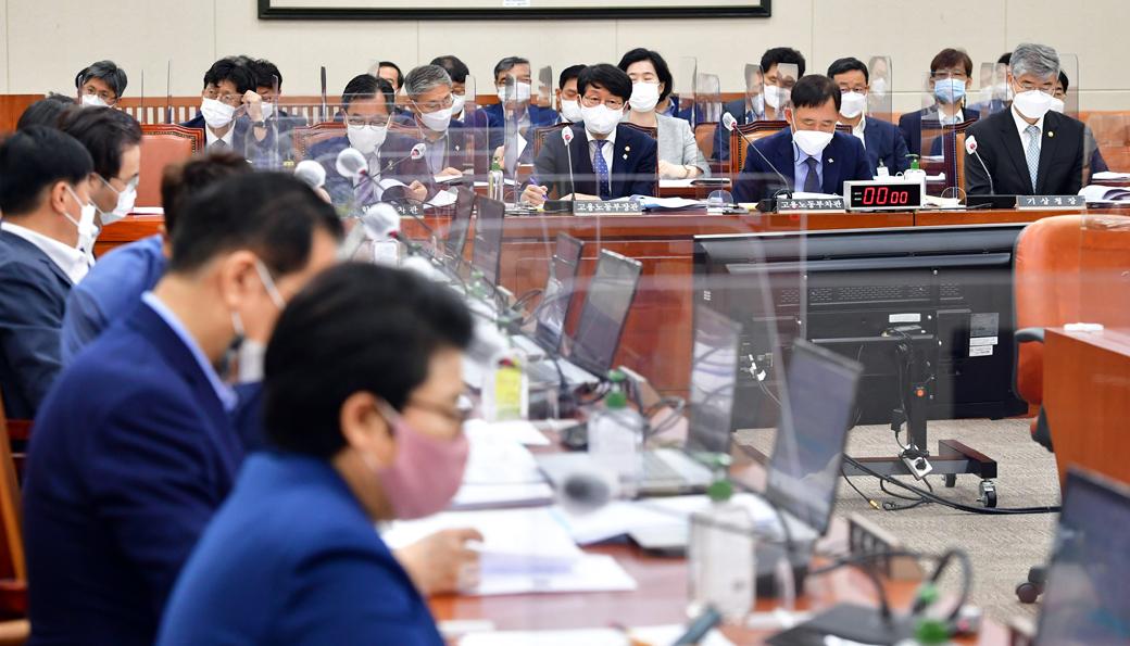'청년 실업난·실업급여·광주 건물 붕괴 사고'등 국회 환노위 회의
