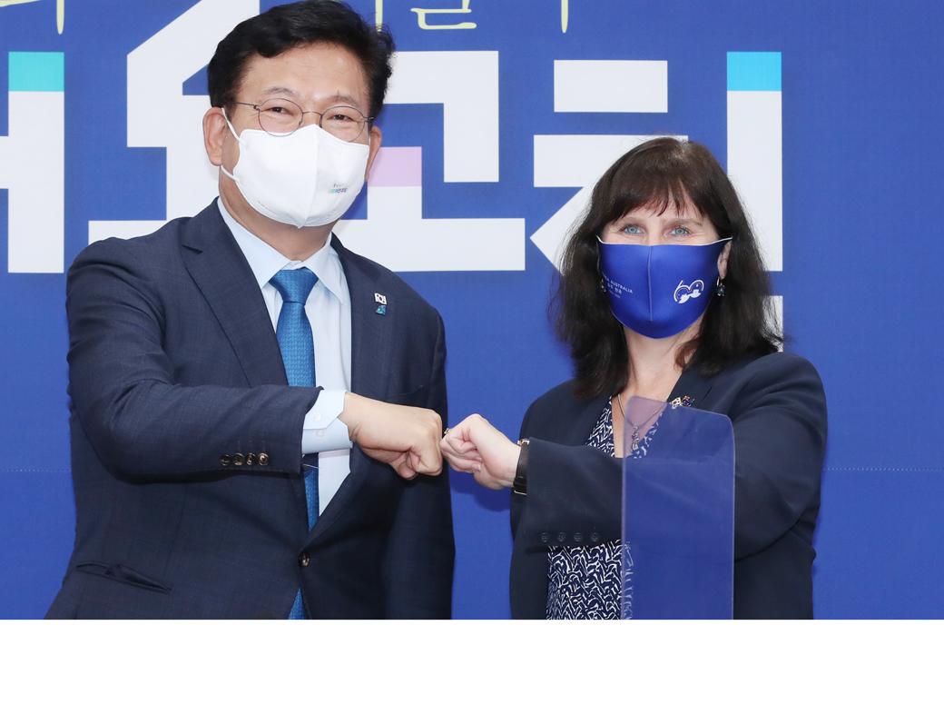 """濠 대사 접견 송영길 """"한반도 평화 정착위해 큰 역할 해주길"""""""
